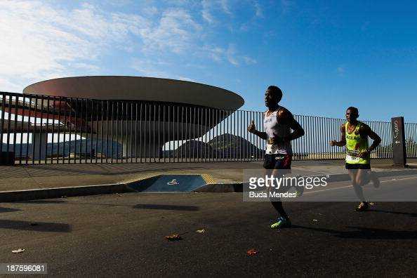 Athletes run in front of the Museum of Contemporary Art during the Half Marathon Faz um 21 Embratel at Orla de Niteroi on November 10 2013 in Rio de...