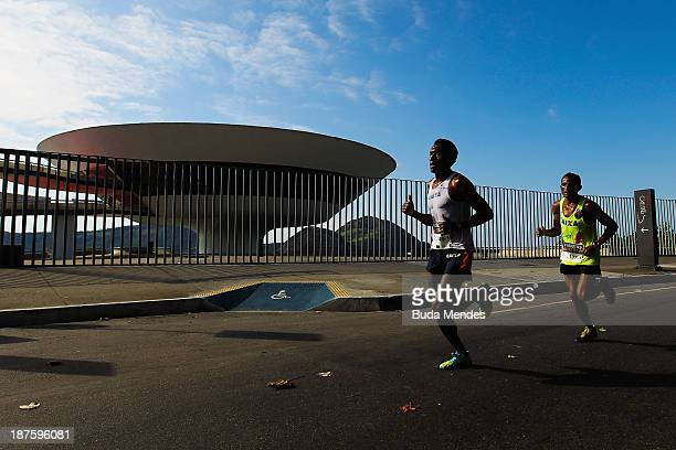 Athletes run in front of the Museum of Contemporary Art during the Half Marathon Faz um 21 Embratel at Orla de Niteroi on November 10 2013 in Rio de...
