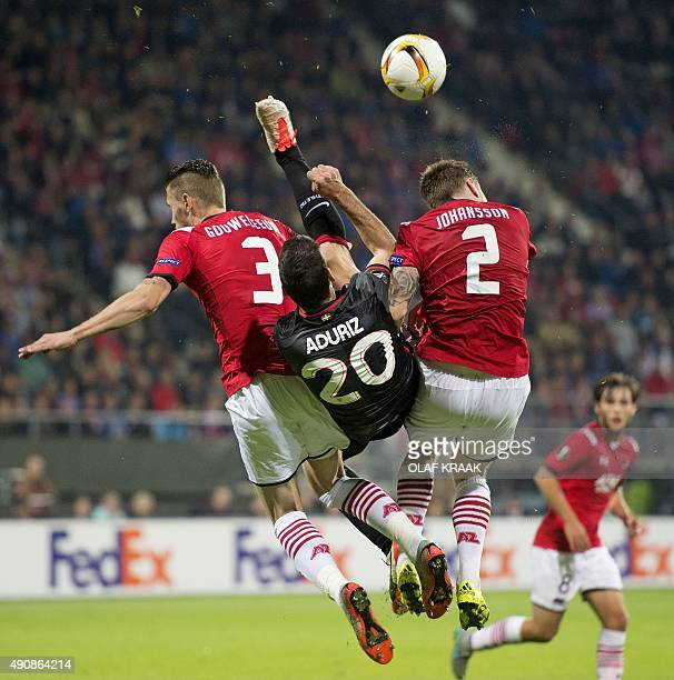 Athletic Bilbao Aritz Aduriz vies with Alkmaar's Jeffrey Gouweleeuw and Mattias Johansson during the UEFA Europa League football match AZ Alkmaar vs...