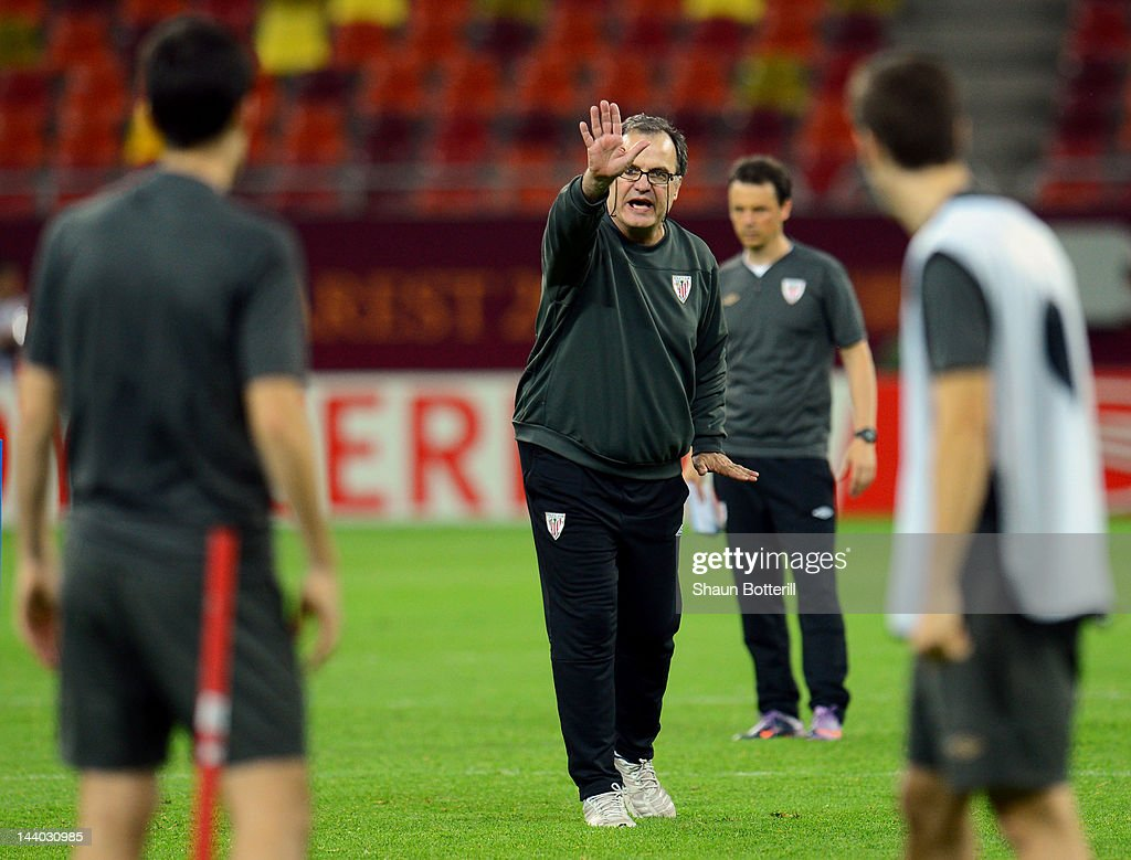 Athletic Bilbao coach <a gi-track='captionPersonalityLinkClicked' href=/galleries/search?phrase=Marcelo+Bielsa&family=editorial&specificpeople=2396264 ng-click='$event.stopPropagation()'>Marcelo Bielsa</a> gives instructions during the Athletic Bilbao training session ahead of the UEFA Europa League Final between Atletico Madrid and Athletic Bilbao at the National Arena on May 8, 2012 in Bucharest, Romania.