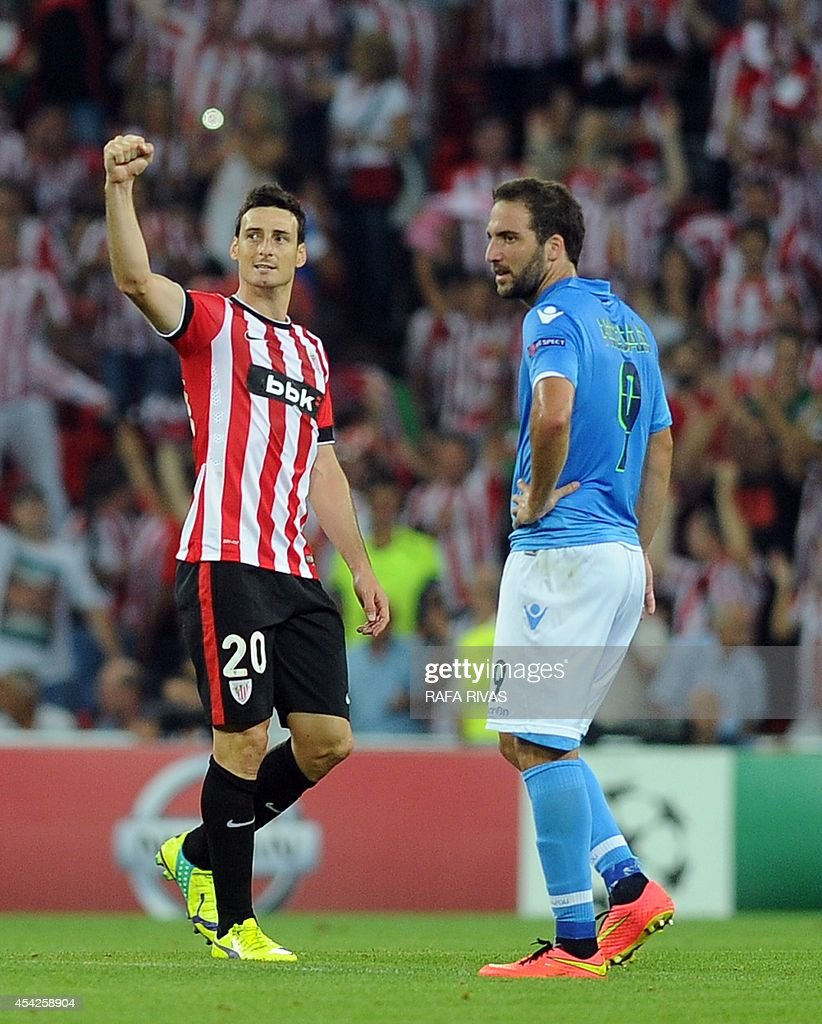 Athletic Bilbao s forward Aritz Aduriz L celebrates next to