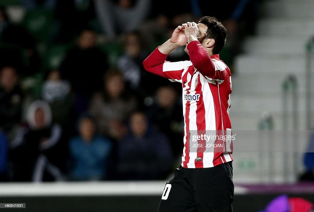 Athletic Bilbao's forward Aritz Aduriz reacts during the Spanish league football match Elche CF vs Athletic Club Bilbao at the Martinez Valero stadium in Elche on March 25, 2014.