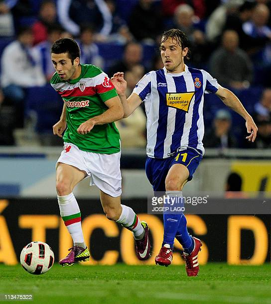 Athletic Bilbao's midfielder Markel Susaeta vies with Espanyol's midfielder Joan Verdu during the Spanish league football match RCD Espanyol vs...