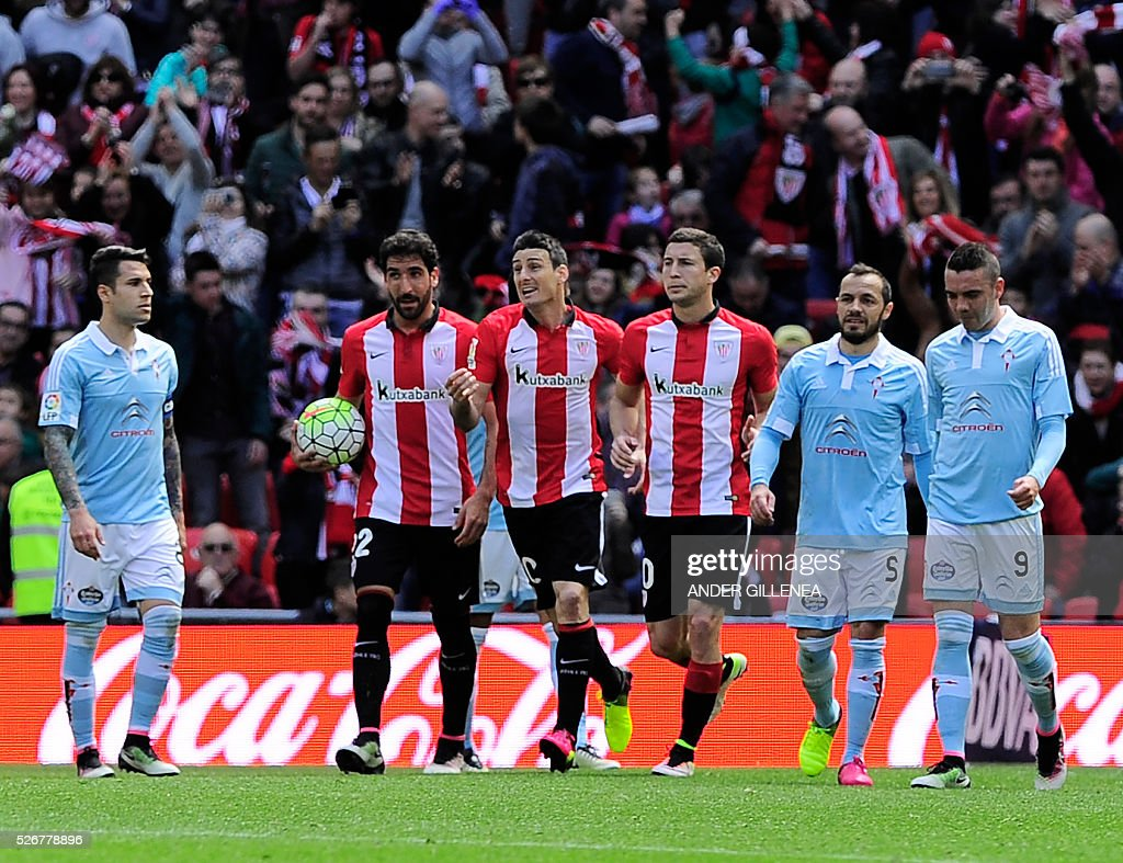 Athletic Bilbao's midfielder Raul Garcia, forward Aritz Aduriz and midfielder Oscar de Marcos celebrate after scoring during the Spanish league football match Athletic Club de Bilbao vs RC Celta de Vigo at the San Mames stadium in Bilbao on May 1, 2016. / AFP / ANDER