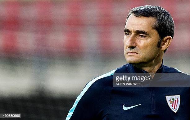 Athletic Bilbao's Spanish coach attends a training session in Alkmaar on September 30 2015 on the eve of the UEFA Europa League group L football...