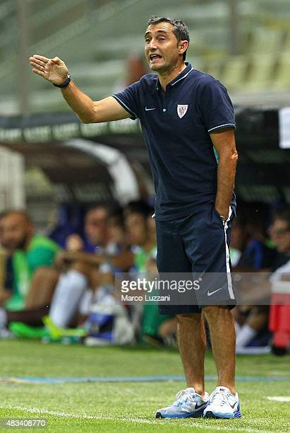 Athletic Club Bilbao coach Ernesto Valverde issues instructions to his players during the preseason friendly match between FC Internazionale and...