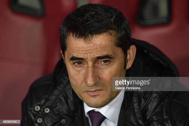 Athletic Club head coach Ernesto Valverde looks on during the UEFA Europa League Round of 32 match between Torino FC and Athletic Club on February 19...