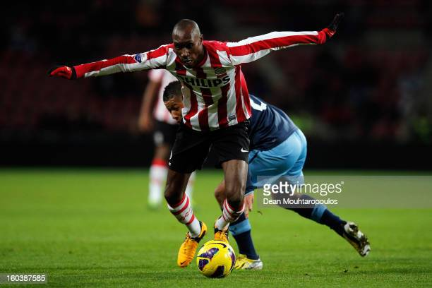 Atiba Hutchinson of PSV gets past Tonny Vilhena of Feyenoord during the KNVB Dutch Cup match between PSV Eindhoven and Feyenoord Rotterdam at Philips...