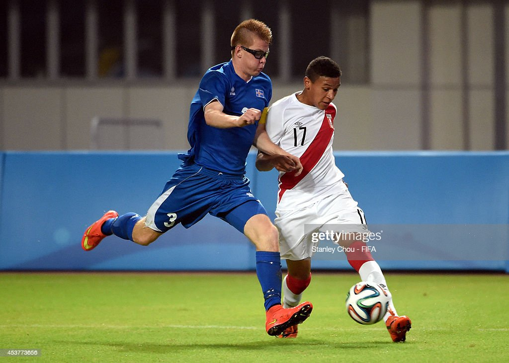 Peru (IL) United States  City new picture : Atil Ishak of Iceland battles with Fernando Pacheco of Peru during the ...