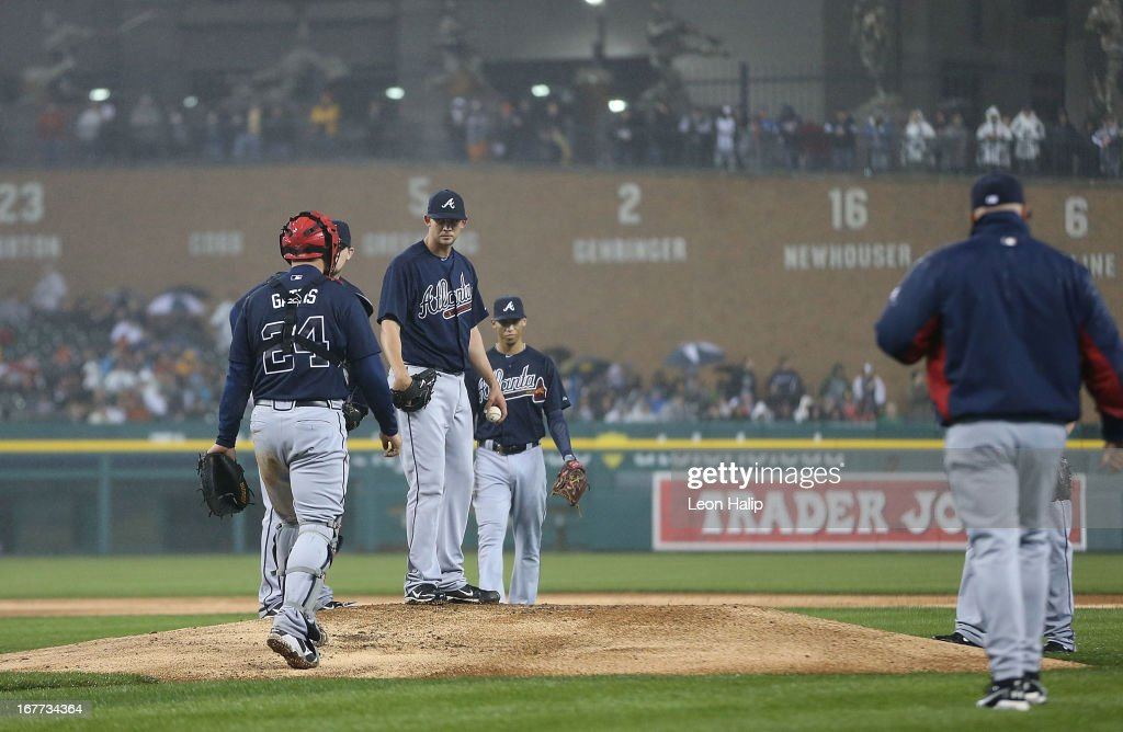 Atlanta Braves manager Fredi Gonzalez #33 walks to the mound to make a pitching change as starting pitcher <a gi-track='captionPersonalityLinkClicked' href=/galleries/search?phrase=Mike+Minor+-+Jugador+de+b%C3%A9isbol&family=editorial&specificpeople=6795776 ng-click='$event.stopPropagation()'>Mike Minor</a> #36 looks on during the seventh inning of the game against the Detroit Tigers at Comerica Park on April 28, 2013 in Detroit, Michigan. The Tigers defeated the Braves 8-3.