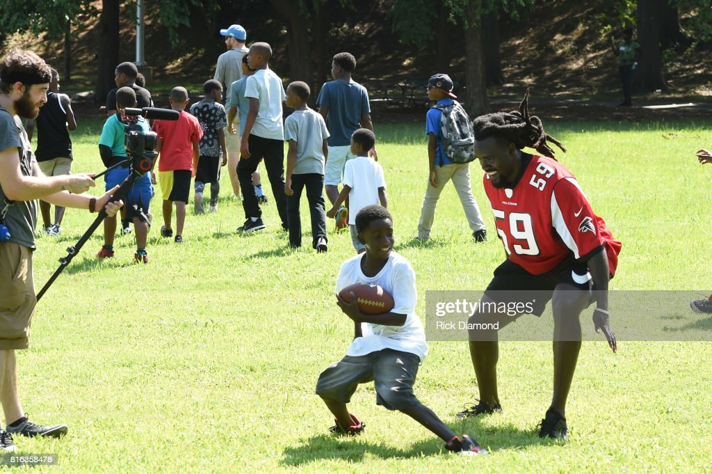 Atlanta Falcon Linebacker De'Vondre Campbell plays with a guest at 'Nickelodeon's Worldwide Day Of Play And Laureus Sport For Good In Atlanta' at Washington Park on July 17, 2017 in Atlanta, Georgia.