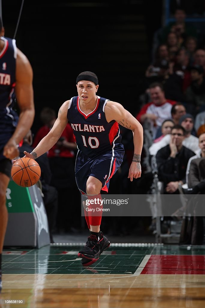 Atlanta Hawks point guard <a gi-track='captionPersonalityLinkClicked' href=/galleries/search?phrase=Mike+Bibby&family=editorial&specificpeople=201503 ng-click='$event.stopPropagation()'>Mike Bibby</a> #10 drives to the basket during the game against the Milwaukee Bucks on January 26, 2011 at the Bradley Center in Milwaukee, Wisconsin. The Bucks won 98-90.