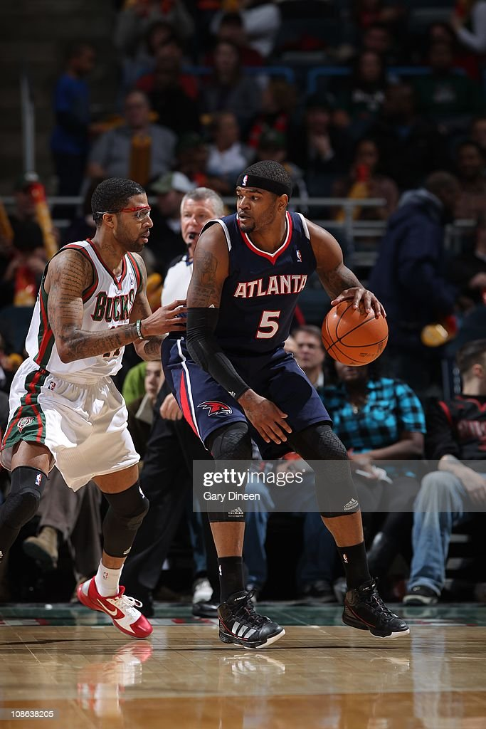 Atlanta Hawks power forward <a gi-track='captionPersonalityLinkClicked' href=/galleries/search?phrase=Josh+Smith+-+Basketball+Player+-+Born+1985&family=editorial&specificpeople=201983 ng-click='$event.stopPropagation()'>Josh Smith</a> #5 protects the ball during the game against the Milwaukee Bucks on January 26, 2011 at the Bradley Center in Milwaukee, Wisconsin. The Bucks won 98-90.