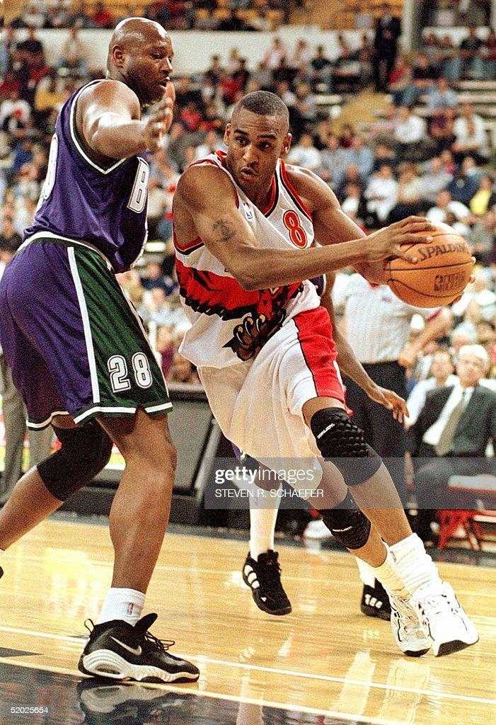 Atlanta Hawks Steve Smith drives to the basket guarded by Milwaukee Bucks Andrew Lang 19 March in Atlanta GA