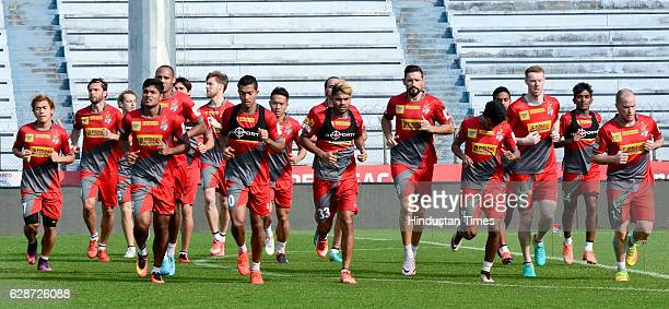 Atletico de Kolkata players practice before the Mumbai City FC match at Rabindra Sarobar Stadium on December 9 2016 in Kolkata India Atletico de...