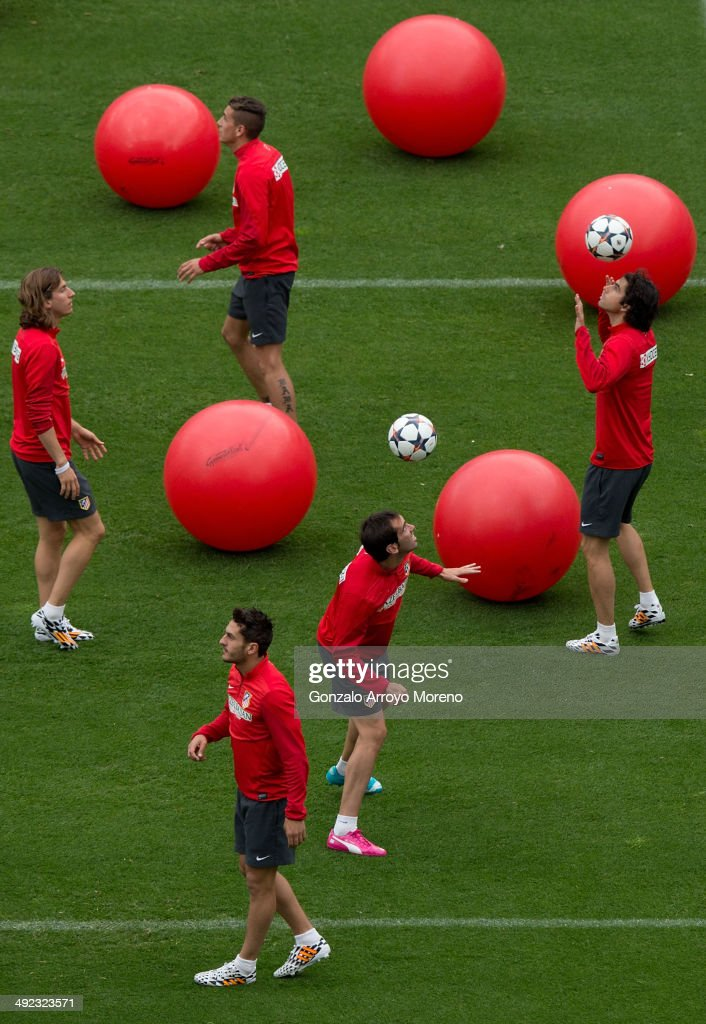 Atletico de Madrid players <a gi-track='captionPersonalityLinkClicked' href=/galleries/search?phrase=Diego+Godin&family=editorial&specificpeople=608999 ng-click='$event.stopPropagation()'>Diego Godin</a> (2ndR), <a gi-track='captionPersonalityLinkClicked' href=/galleries/search?phrase=Tiago+Mendes&family=editorial&specificpeople=604473 ng-click='$event.stopPropagation()'>Tiago Mendes</a> (R), Koke (3dL) and <a gi-track='captionPersonalityLinkClicked' href=/galleries/search?phrase=Filipe+Luis&family=editorial&specificpeople=3941966 ng-click='$event.stopPropagation()'>Filipe Luis</a> (L) exercise during the training session held on the Media Day prior to UEFA Champions League Final between Club Atletico de Madrid and Real Madrid CF at Vicente Calderon stadium on May 19, 2014 in Madrid, Spain.