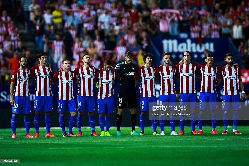 Hilo del Atlético de Madrid Atletico-de-madrid-players-observe-one-minute-of-silence-in-memory-of-picture-id595037438