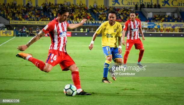 Atletico de Madrid's Croatian defender Sime Vrsaljko vies Las Palmas' midfielder Momo during the Spanish league football match UD Las Palmas vs Club...