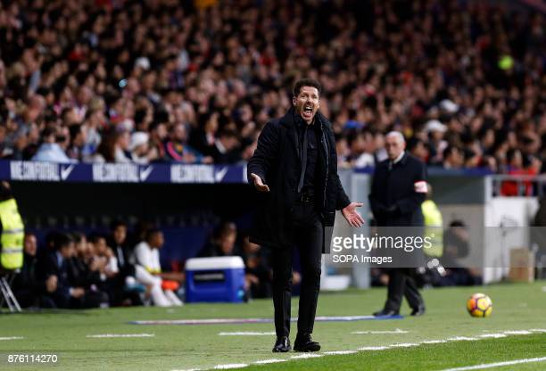 Atletico Madrid coach Diego Simeone seen giving instruction to his players during the match vs Real Madrid