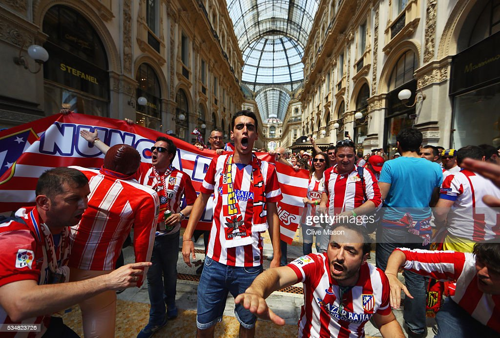Atletico Madrid fans enjoy the atmopshere at Galleria Vittorio Emanuele ahead of the UEFA Champions League Final match between Real Madrid and Club Atletico de Madrid at Stadio Giuseppe Meazza on May 28, 2016 in Milan, Italy.
