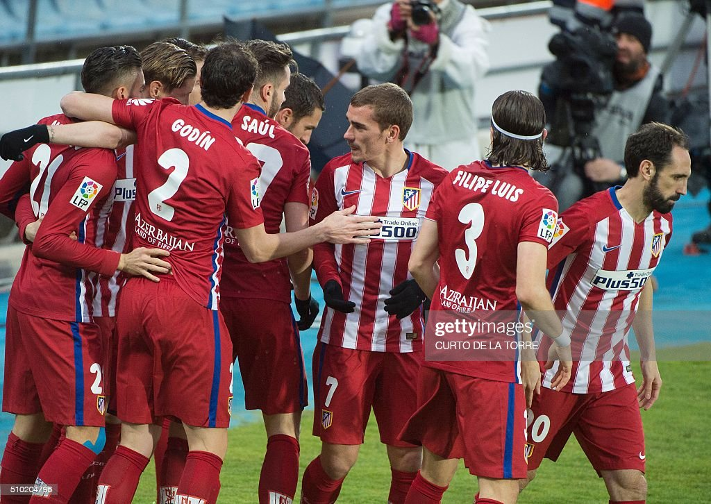 Atletico Madrid players celebrate a goal during the Spanish league football match Getafe CF vs Club Atletico de Madrid at the Coliseum Alfonso Perez stadium in Getafe on February 14, 2016. / AFP / CURTO DE LA TORRE