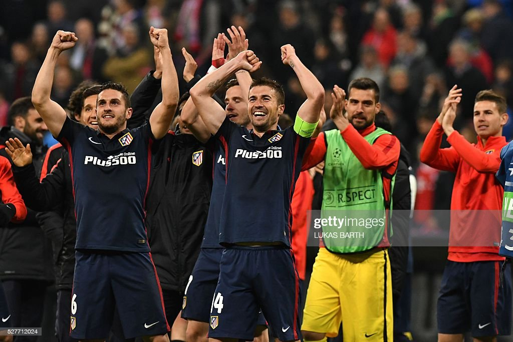Atletico Madrid players celebrate qualifying for the final after the UEFA Champions League semi-final, second-leg football match between FC Bayern Munich and Atletico Madrid in Munich, southern Germany, on May 3, 2016. / AFP / LUKAS