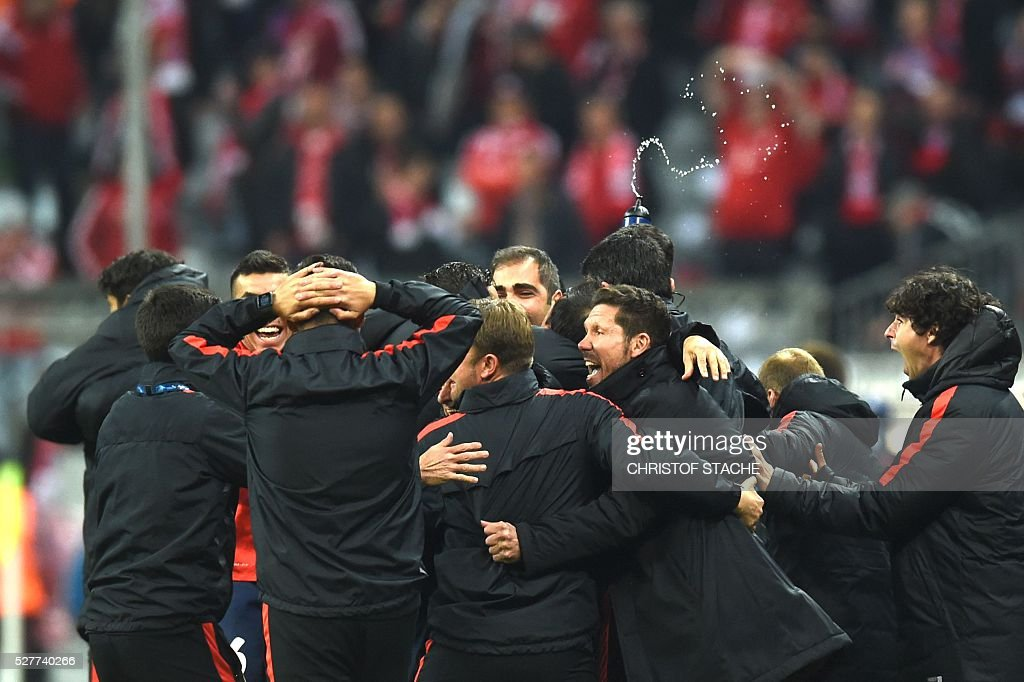Atletico Madrid players celebrate qualifying for the final after the UEFA Champions League semi-final, second-leg football match between FC Bayern Munich and Atletico Madrid in Munich, southern Germany, on May 3, 2016. / AFP / Christof Stache