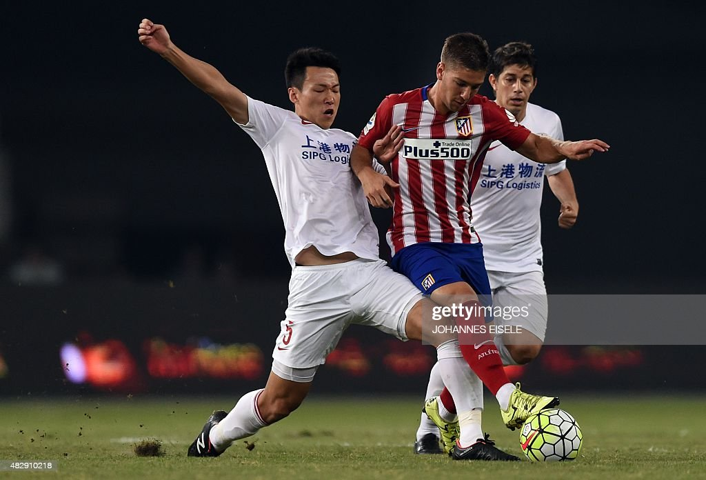 Atletico Madrid's Argentina forward <a gi-track='captionPersonalityLinkClicked' href=/galleries/search?phrase=Luciano+Vietto&family=editorial&specificpeople=9755198 ng-click='$event.stopPropagation()'>Luciano Vietto</a> (C) is challenged by Shanghai's midfielder Jiajie Wang (L) and Argentinian forward <a gi-track='captionPersonalityLinkClicked' href=/galleries/search?phrase=Dario+Conca&family=editorial&specificpeople=795858 ng-click='$event.stopPropagation()'>Dario Conca</a> (R) during a friendly football match between Shanghai SIPG and Atletico Madrid in Shanghai on August 4, 2015.