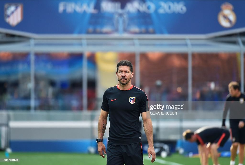 Atletico Madrid's Argentinian coach Diego Simeone attends a training session at the San Siro Stadium in Milan, on May 27, 2016, on the eve of the UEFA Champions League final foobtall match between Real Madrid and Atletico Madrid. / AFP / GERARD