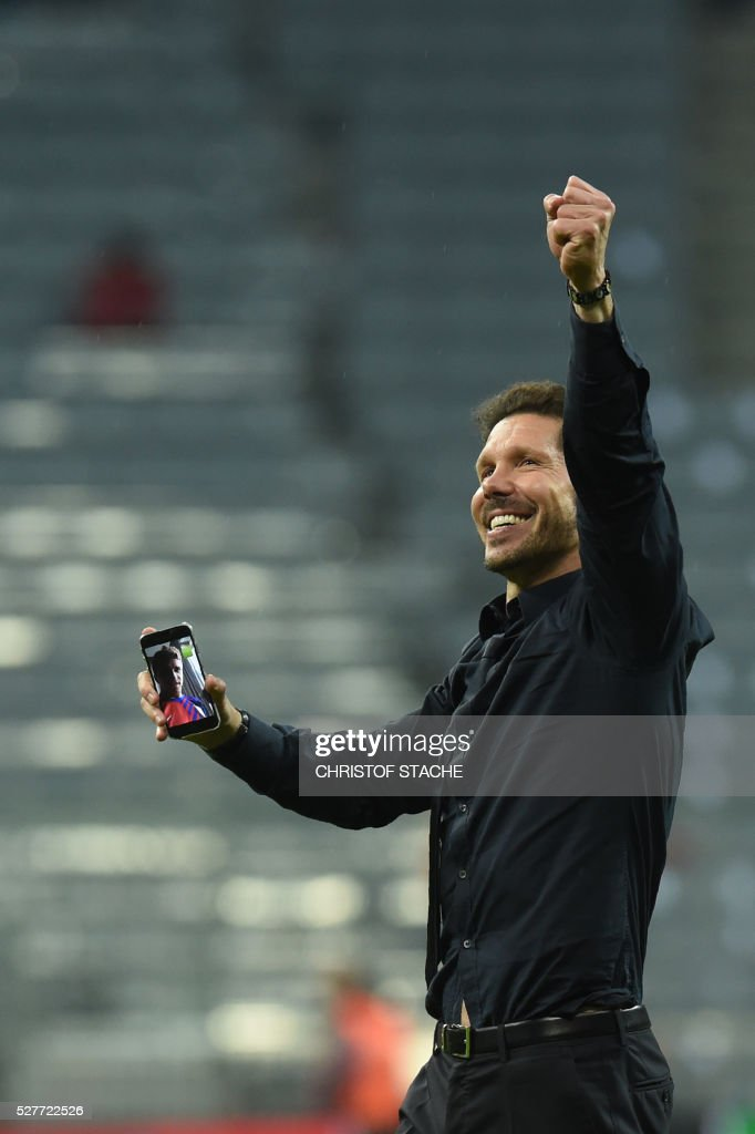 Atletico Madrid's Argentinian coach Diego Simeone celebrates qualifying for the final after the UEFA Champions League semi-final, second-leg football match between FC Bayern Munich and Atletico Madrid in Munich, southern Germany, on May 3, 2016. / AFP / Christof Stache