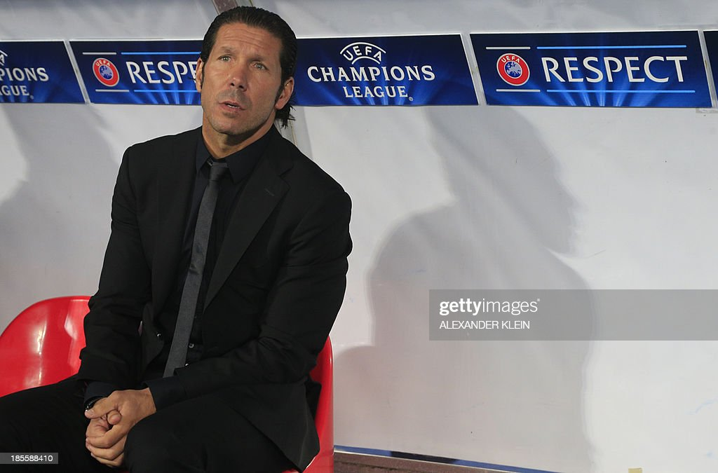 Atletico Madrid's Argentinian coach Diego Simeone looks on prior to the UEFA Champions League Group G football match Austria Wien vs Atletico de Madrid in Vienna, Austria on October 22, 2013. AFP PHOTO / ALEXANDER KLEIN