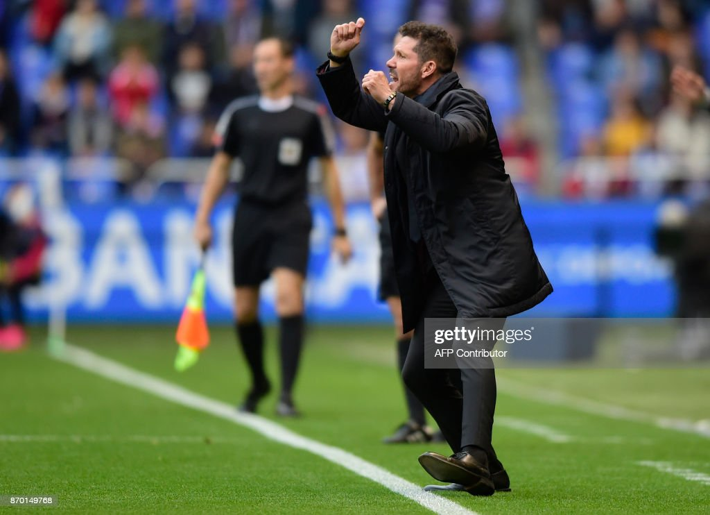 Atletico Madrid's Argentinian coach Diego Simeone reacts during the Spanish league football match Deportivo Coruna vs Atletico Madrid at the Riazor stadium in La Coruna on November 4, 2017. /