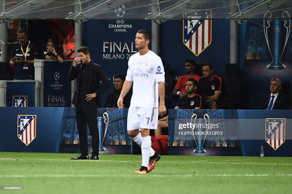 Atletico Madrid's Argentinian coach Diego Simeone (L) reacts next to Real Madrid's Portuguese forward Cristiano Ronaldo (R) during the UEFA Champions League final football match between Real Madrid and Atletico Madrid at San Siro Stadium in Milan, on May 28, 2016. / AFP / FILIPPO
