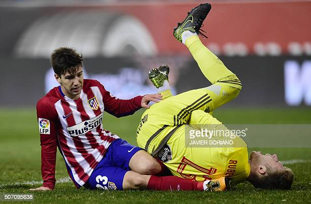 Atletico Madrid's Argentinian forward Luciano Vietto vies with Celta Vigo's goalkeeper Ruben Blanco Veiga during the Spanish Copa del Rey...