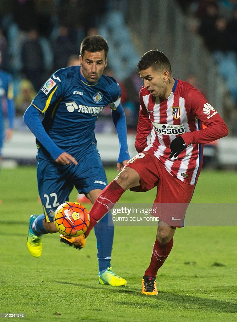Atletico Madrid's Argentinian midfielder Angel Correa (R) vies with Getafe's midfielder Juan Rodriguez during the Spanish league football match Getafe CF vs Club Atletico de Madrid at the Col. Alfonso Perez stadium in Getafe on February 14, 2016. TORRE