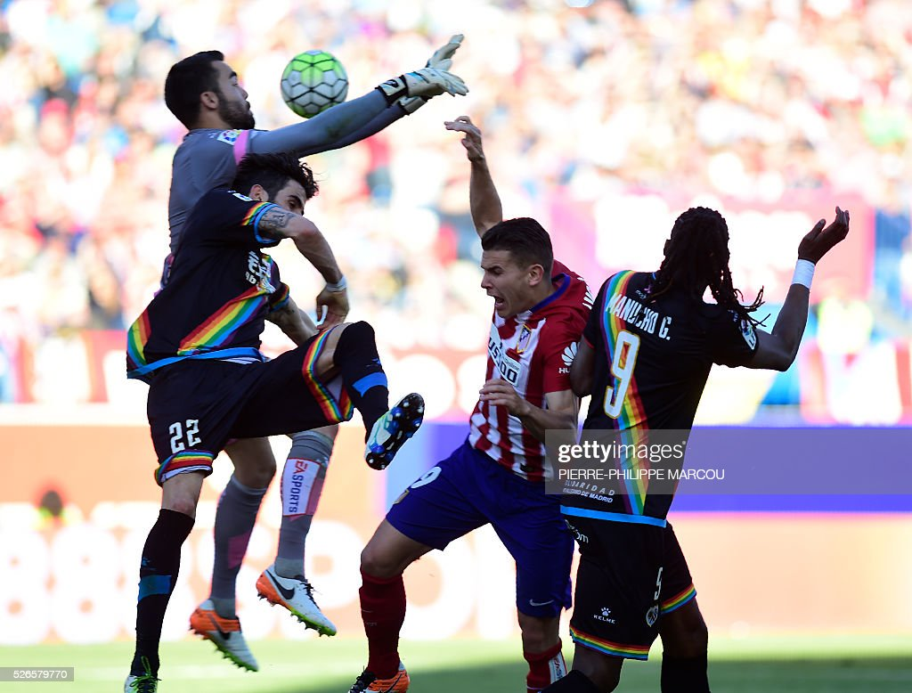 Atletico Madrid's Argentinian midfielder Angel Correa (2nd R) vies with Rayo Vallecano's midfielder Crespo (L) during the Spanish league football match Club Atletico de Madrid vs CF Rayo Vallecano at the Vicente Calderon stadium in Madrid on April 30, 2016. / AFP / PIERRE