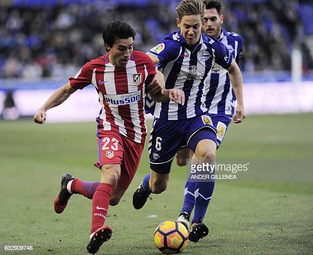 Atletico Madrid's Argentinian midfielder Nicolas Gaitan vies with Deportivo Alaves' midfielder Marcos Llorente during the Spanish league football...