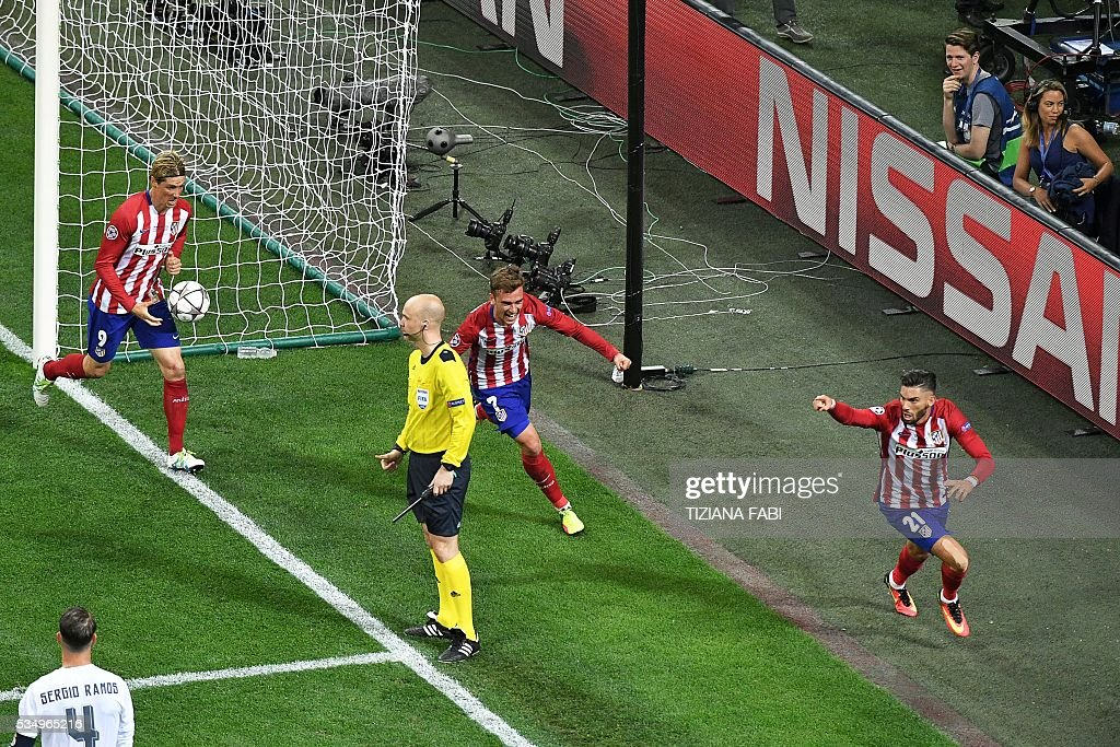 Atletico Madrid's Belgian forward Yannick Ferreira Carrasco (R) celebrates after scoring a goal during the UEFA Champions League final football match between Real Madrid and Atletico Madrid at San Siro Stadium in Milan, on May 28, 2016. / AFP / TIZIANA