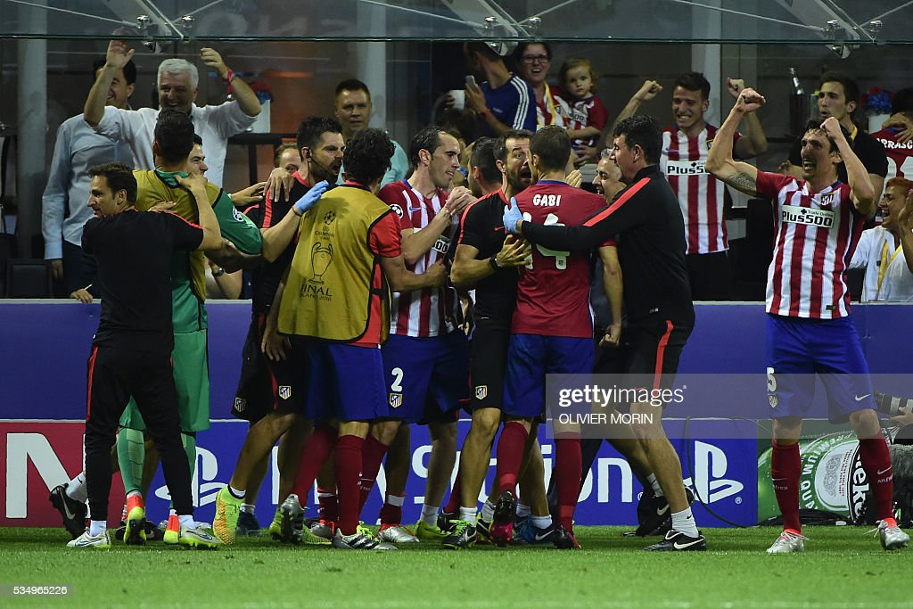 Atletico Madrid's Belgian forward Yannick Ferreira Carrasco (C) celebrates with teammates after he scored a goal during the UEFA Champions League final football match between Real Madrid and Atletico Madrid at San Siro Stadium in Milan, on May 28, 2016. / AFP / OLIVIER