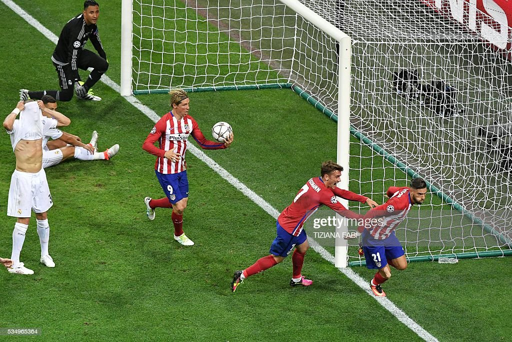 Atletico Madrid's Belgian forward Yannick Ferreira Carrasco (R) celebrates with team mates Atletico Madrid's French forward Antoine Griezmann (2nd R) and Atletico Madrid's Spanish forward Fernando Torres (3rd R) after scoring a goal during the UEFA Champions League final football match between Real Madrid and Atletico Madrid at San Siro Stadium in Milan, on May 28, 2016. / AFP / TIZIANA