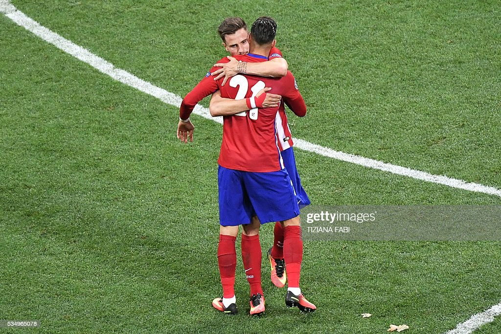 Atletico Madrid's Belgian forward Yannick Ferreira Carrasco is congratulated after scoring a goal during the UEFA Champions League final football match between Real Madrid and Atletico Madrid at San Siro Stadium in Milan, on May 28, 2016. / AFP / TIZIANA