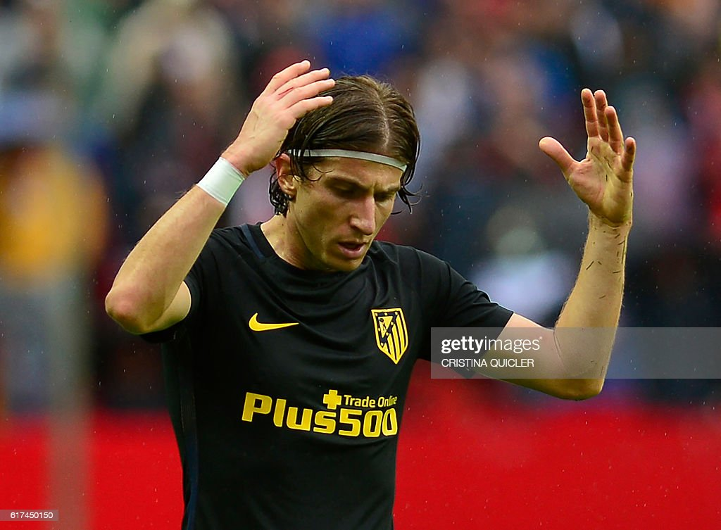 Atletico Madrid's Brazilian defender Filipe Luis gestures during the Spanish league football match between Sevilla FC and Club Atletico de Madrid at the Ramon Sanchez Pizjuan stadium in Sevilla on October 23, 2016. / AFP / CRISTINA