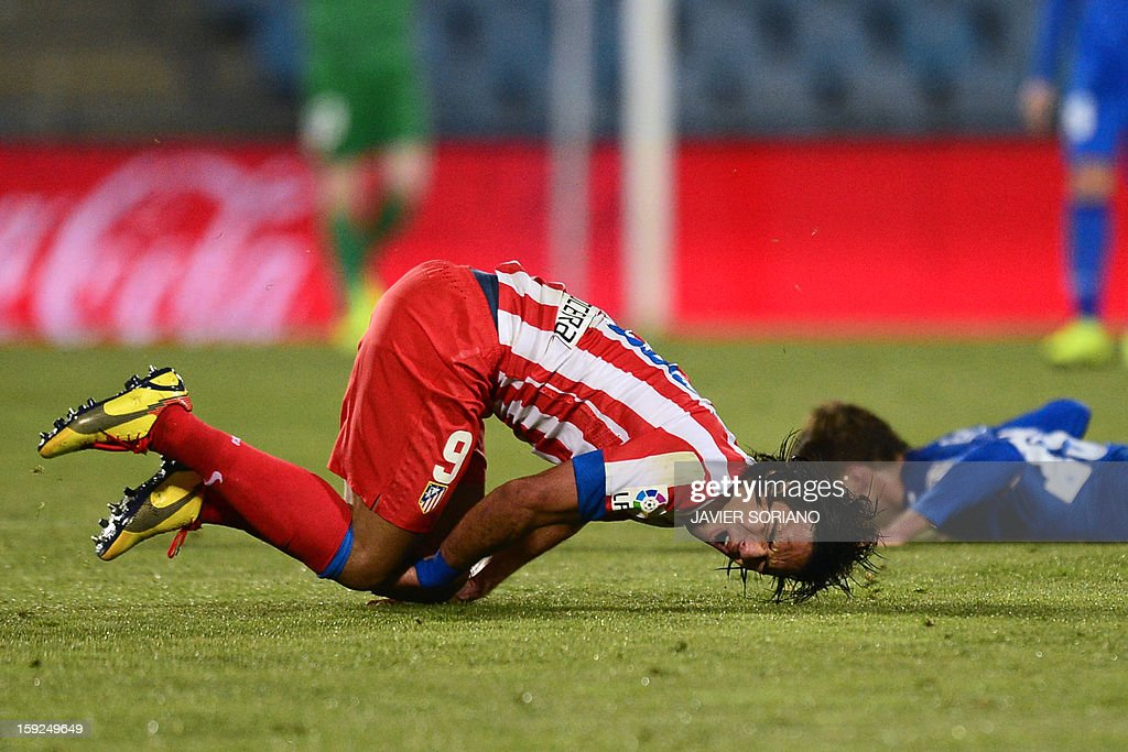 Atletico Madrid's Colombian forward Radamel Falcao (L) reacts after being tackled by Getafe's defender Rafael Lopez (R) during the Spanish Copa del Rey (King's Cup) round of 16, second leg, football match Getafe vs Atletico de Madrid at the Coliseum Alfonso Perez stadium in Getafe on January 10, 2013. AFP PHOTO / JAVIER SORIANO