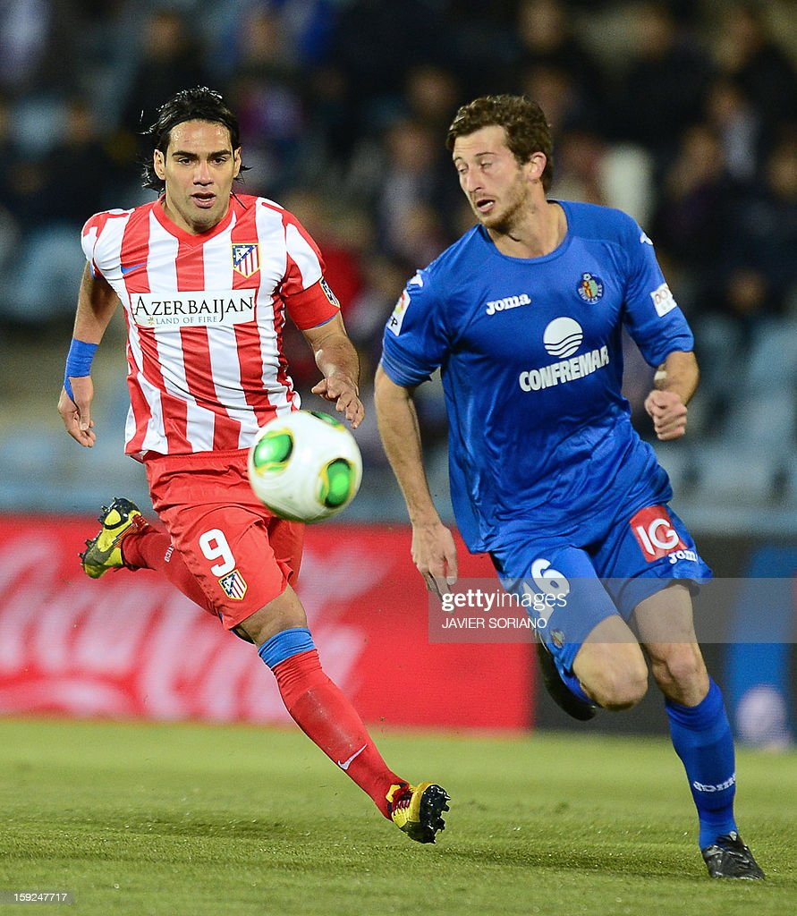 Atletico Madrid's Colombian forward Radamel Falcao (L) vies with Getafe's Argentinian defender David Angel Abraham (R) during the Spanish Copa del Rey (King's Cup) round of 16, second leg, football match Getafe vs Atletico de Madrid at the Coliseum Alfonso Perez stadium on January 10, 2013.