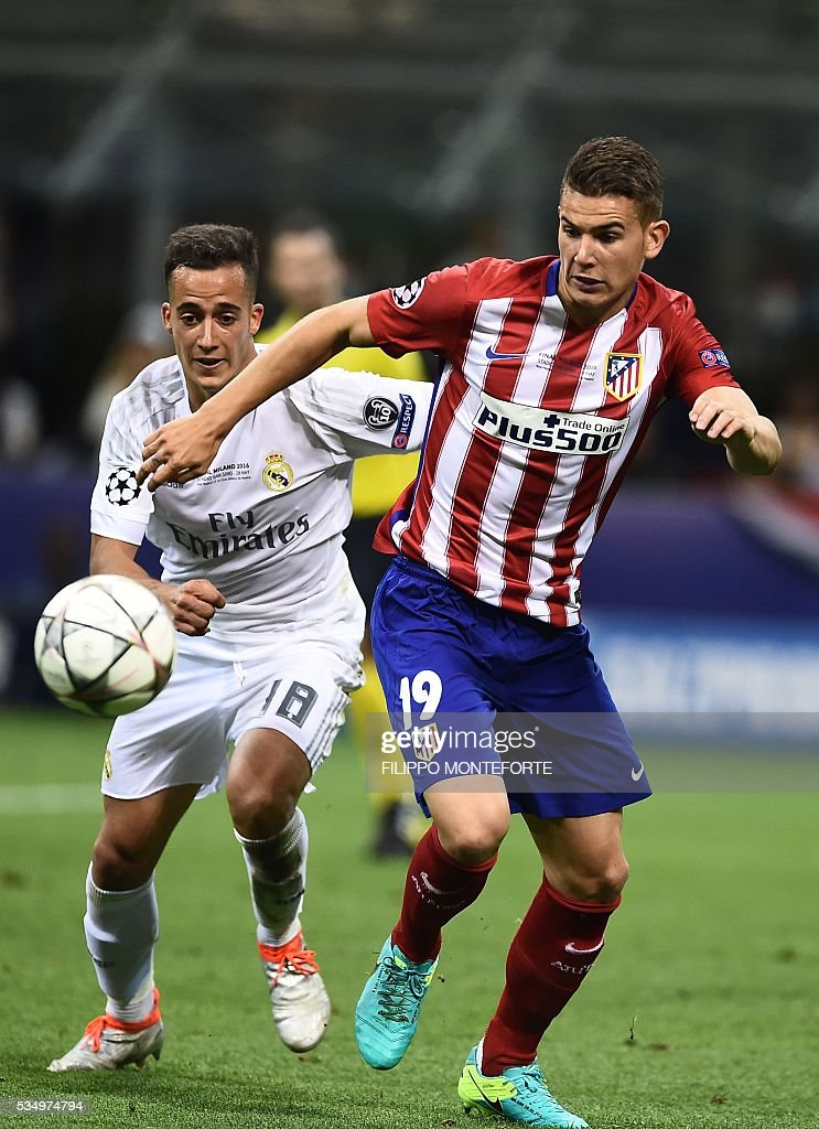 Atletico Madrid's French defender Lucas Hernandez (R) vies with Real Madrid's Spanish midfielder Lucas Vazquez during the UEFA Champions League final football match between Real Madrid and Atletico Madrid at San Siro Stadium in Milan, on May 28, 2016. / AFP / FILIPPO