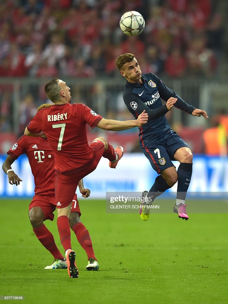 Atletico Madrid's French forward Antoine Griezmann (R) and Bayern Munich's French midfielder Franck Ribery jump for the ball during the UEFA Champions League semi-final, second-leg football match between FC Bayern Munich and Atletico Madrid in Munich, southern Germany, on May 3, 2016. / AFP / GUENTER