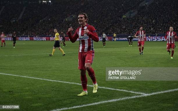 Atletico Madrid's French forward Antoine Griezmann and his teammates celebrate scoring during the UEFA Champions League round of 16 firstleg football...
