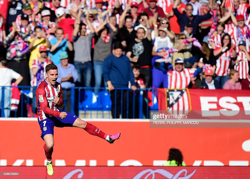 Atletico Madrid's French forward Antoine Griezmann celebrates a goal during the Spanish league football match Club Atletico de Madrid vs CF Rayo Vallecano at the Vicente Calderon stadium in Madrid on April 30, 2016. / AFP / PIERRE