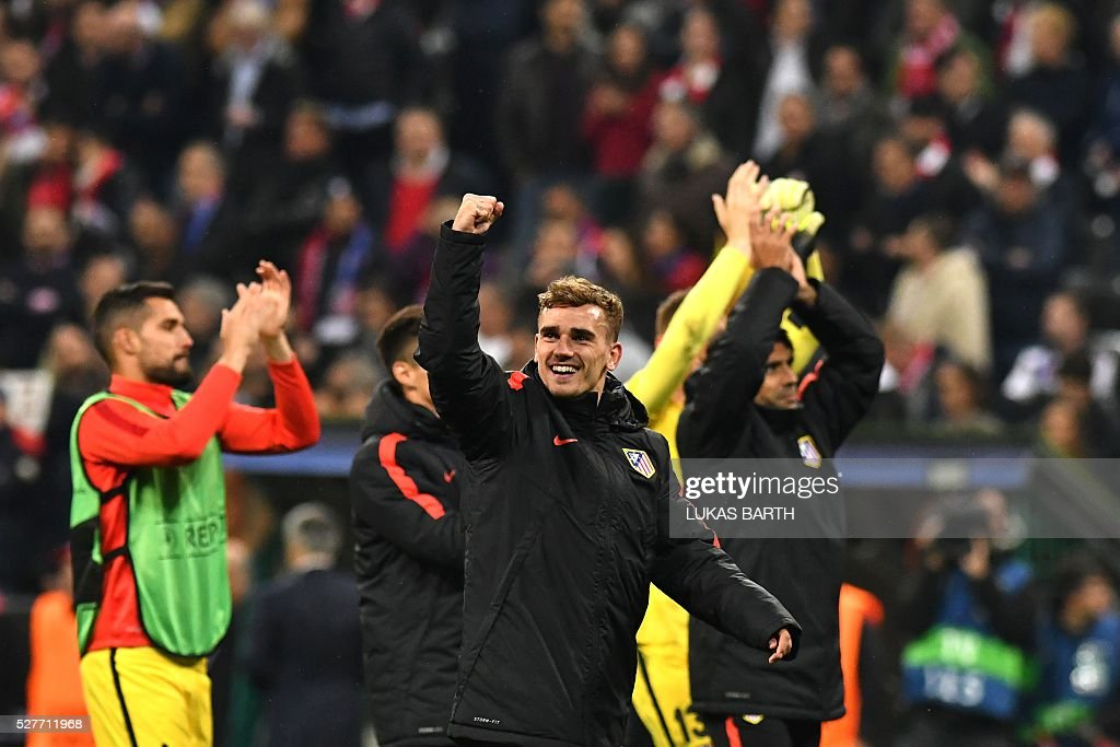 Atletico Madrid's French forward Antoine Griezmann (C) celebrates qualifying for the final after the UEFA Champions League semi-final, second-leg football match between FC Bayern Munich and Atletico Madrid in Munich, southern Germany, on May 3, 2016. / AFP / LUKAS