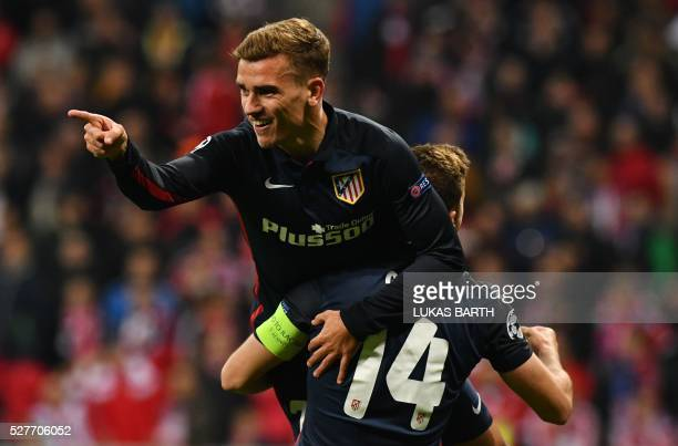TOPSHOT Atletico Madrid's French forward Antoine Griezmann celebrates scoring with his teammates during the UEFA Champions League semifinal secondleg...